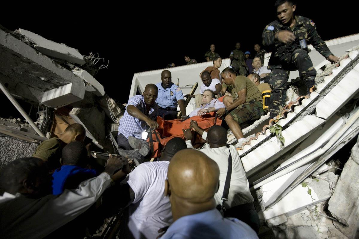 10-01-12-Earthquake 25 photo Logan Abassi.jpg