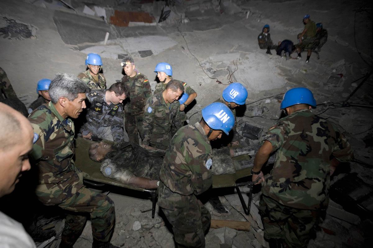 10-01-12-Earthquake 24 photo Logan Abassi.jpg