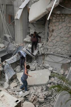 10-01-12-Earthquake 04 photo Logan Abassi.jpg