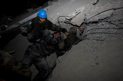 10-01-12-Earthquake 09 photo Logan Abassi.jpg