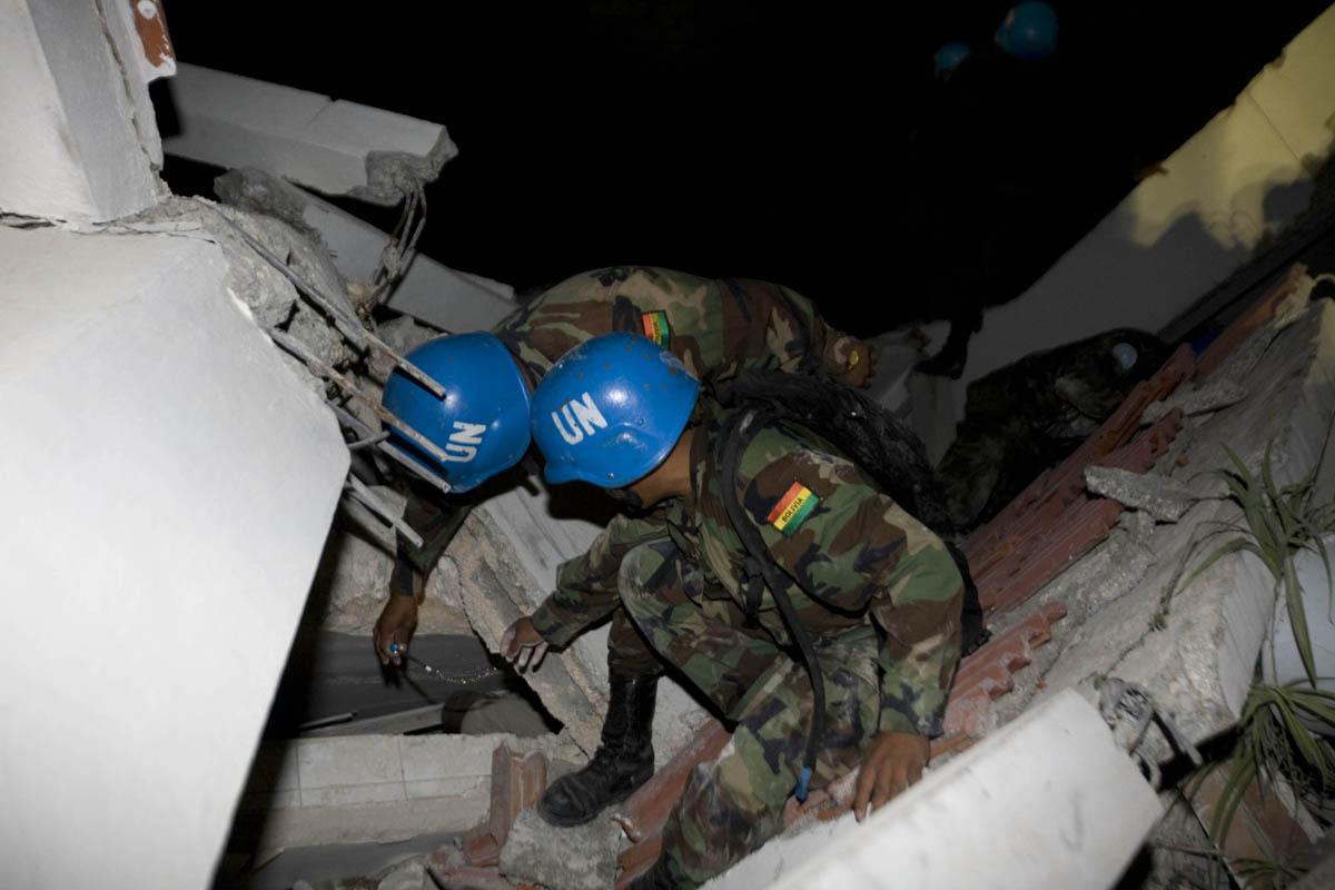 10-01-12-Earthquake 16 photo Logan Abassi.jpg