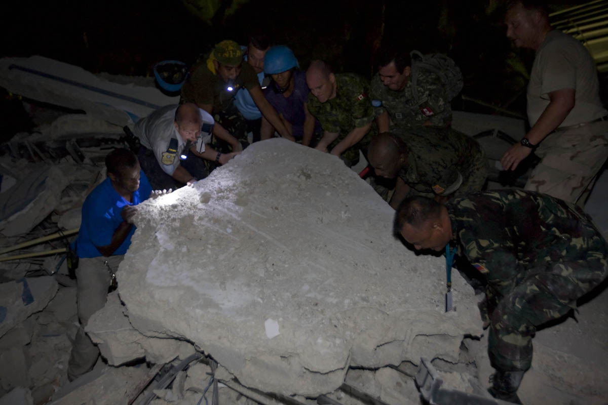 10-01-12-Earthquake 11 photo Logan Abassi.jpg