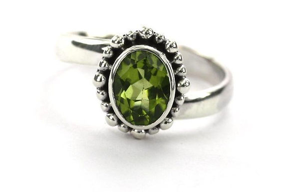 ST-SILVER BALI OVAL PERIDOT BEADED RING Adjustable
