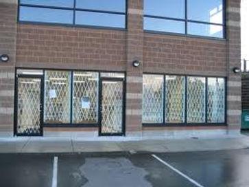 Drugstore window exspanda bars