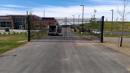 Automatc gate under service