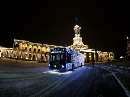 Мэр Москвы запустил традиционный новогодний транспорт