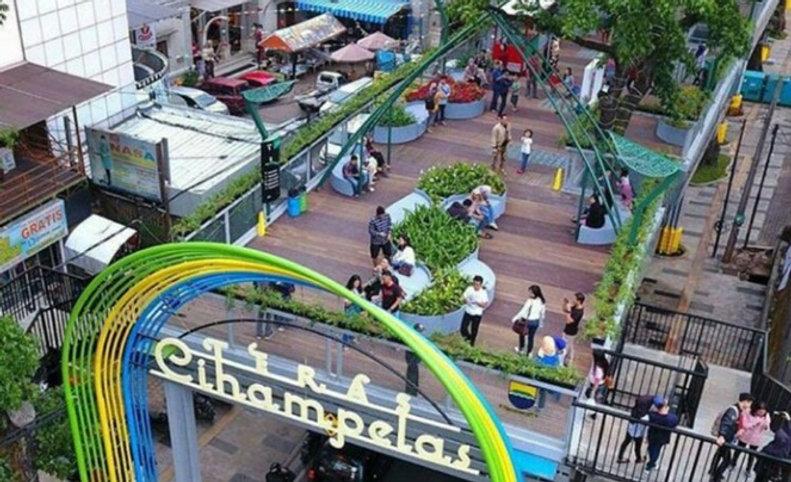 Shopping Skywalk Cihampelas.jpg