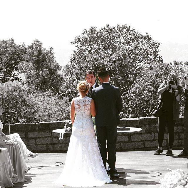 Sua cerimônia não precisa ser igual as outras. Casais especiais merecem cerimônias únicas..