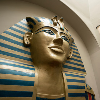 Tutankhamun on the stairs