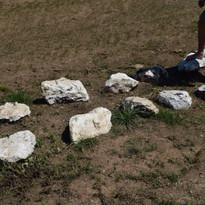 quinconce de grosses pierres