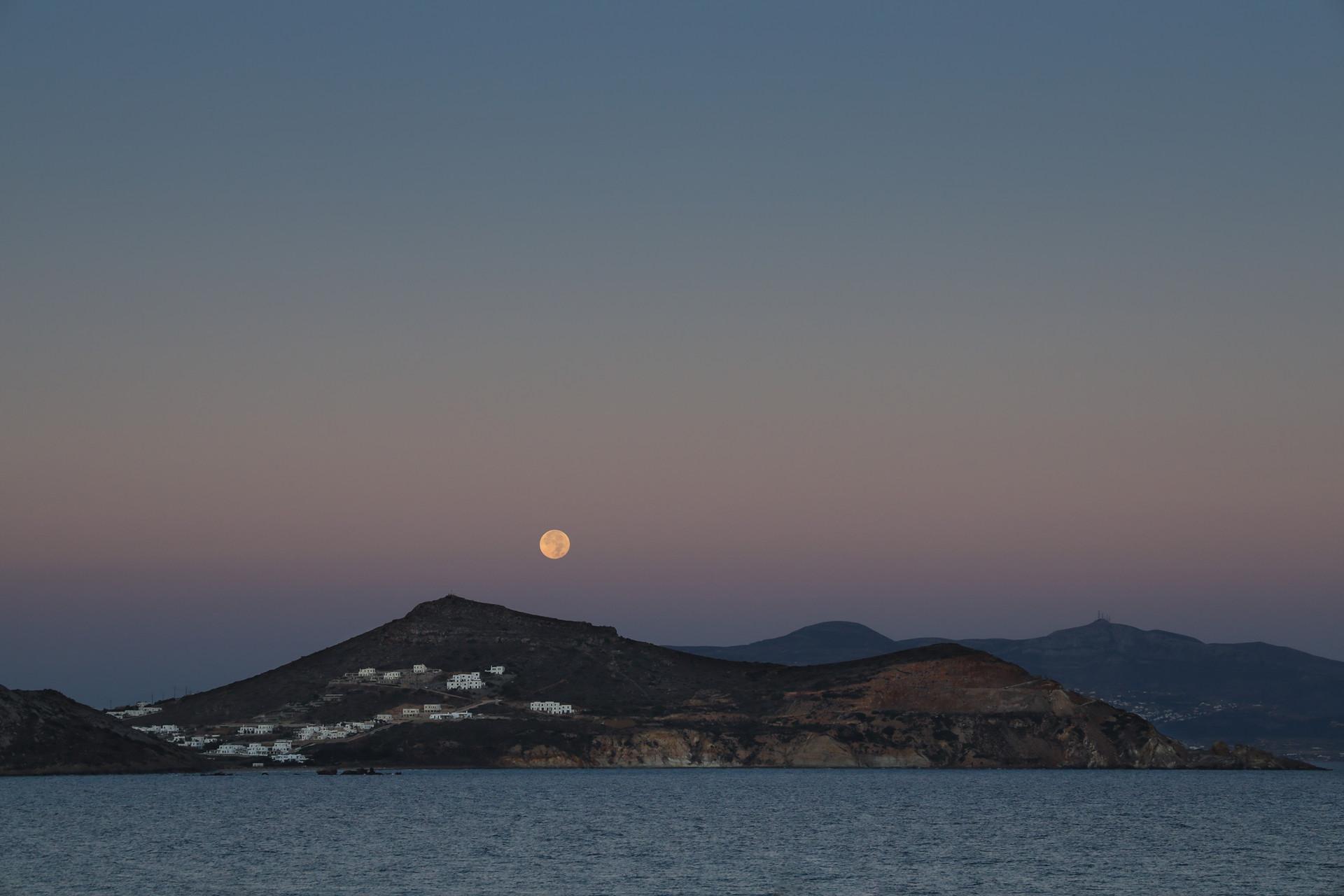 Pleine lune dans les Cyclades, Grèce