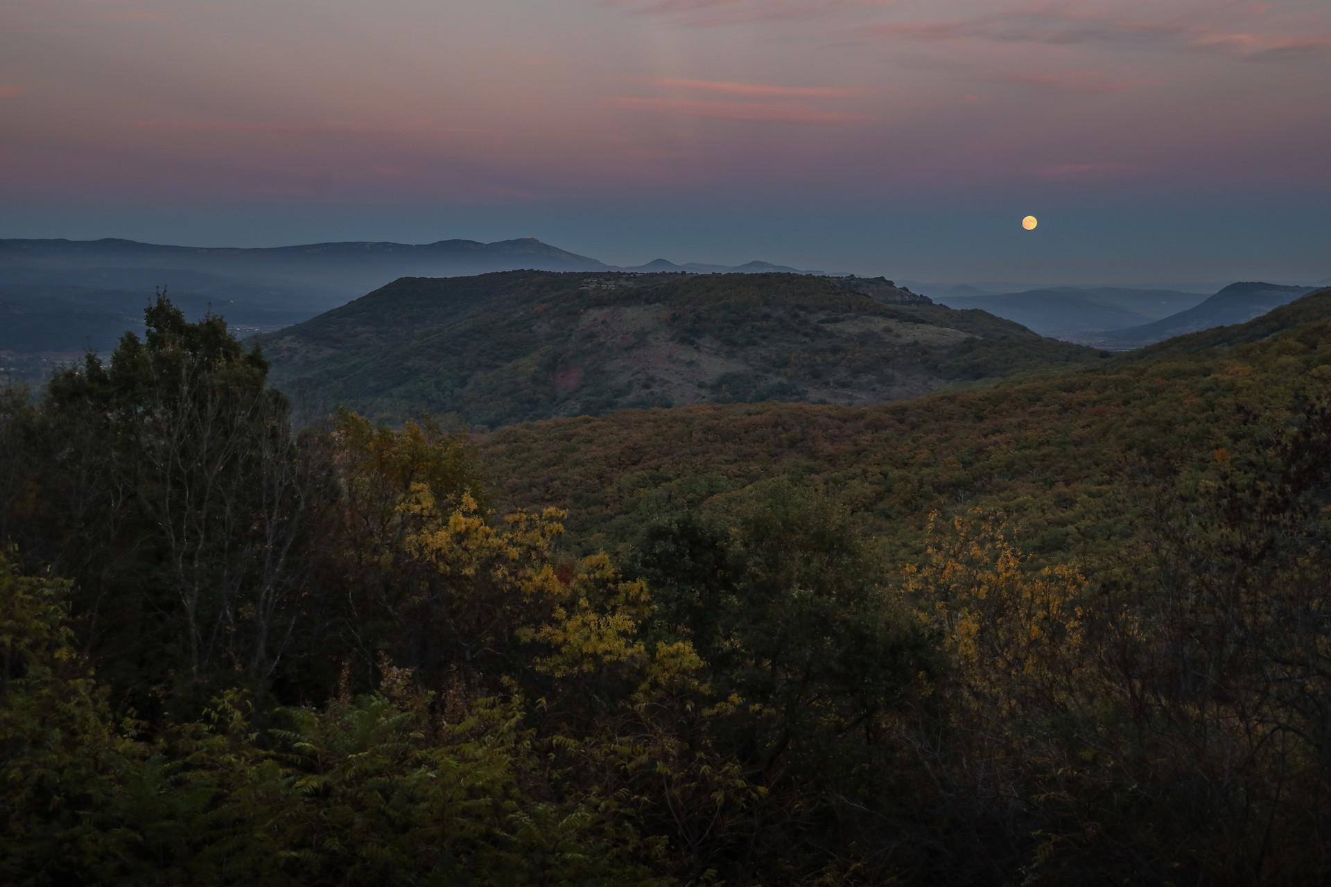 Pleine lune dans l'Hérault, France