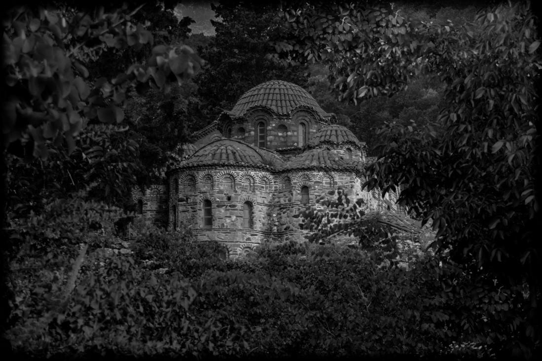 La chapelle sous les arbres