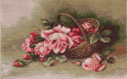 B483 Basket with roses