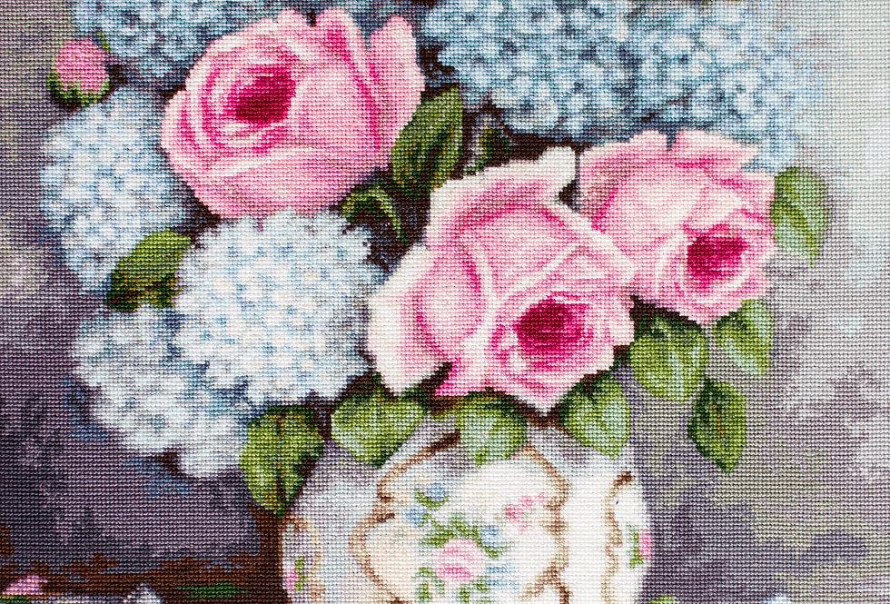 B2322 Roses & Hydrangeas - Cross Stitch Kit