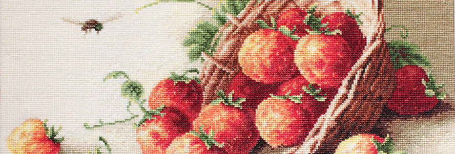 G497 Strawberry Basket - Petit Point Kit Luca-S
