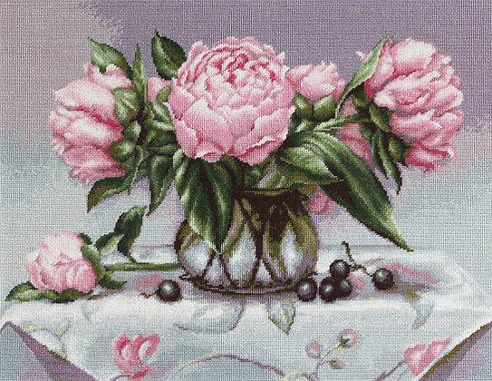 Vase with pink peonies