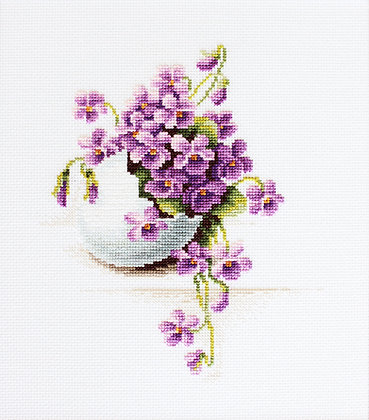 Egg with violets
