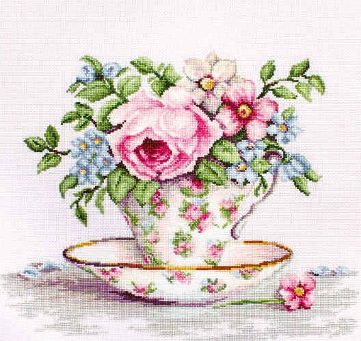 B2321 Blooms in a Tea Cup