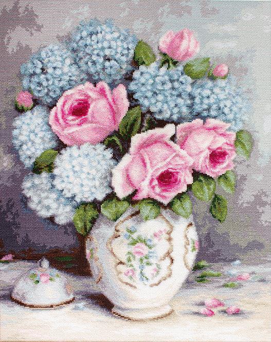 G569 Roses & Hydrangeas