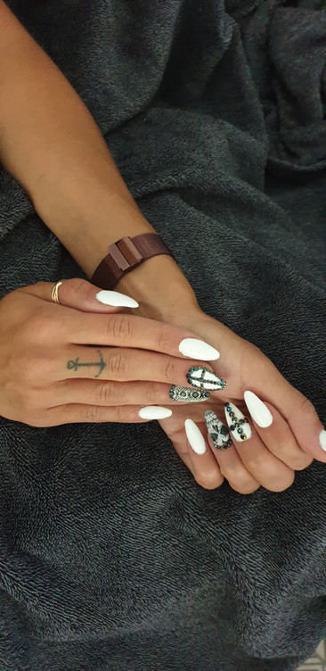 Nailstories - Black and White