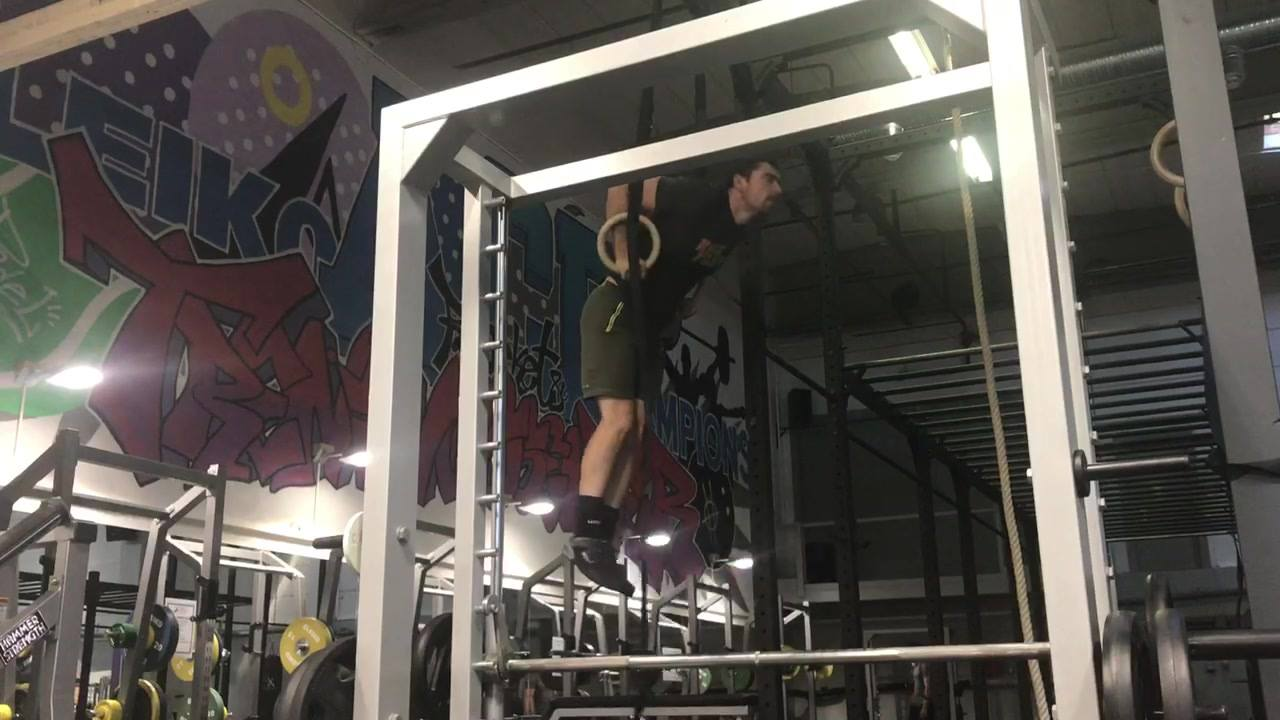 Working on muscle up teknikk? Try keeping the legs together and controling dip onnway down. (More vids to come...)