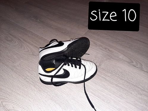 Size 10 - white and black