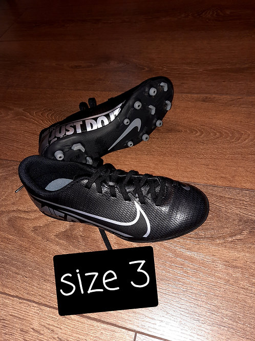 Size 3 boot - black and silver