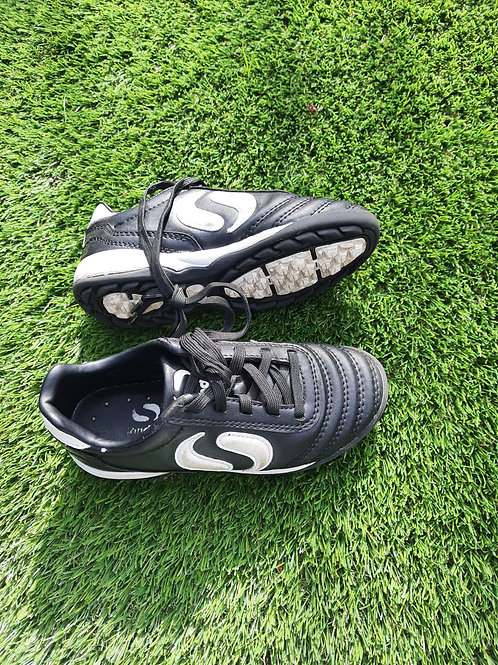 Size 11 astro trainers - black and white