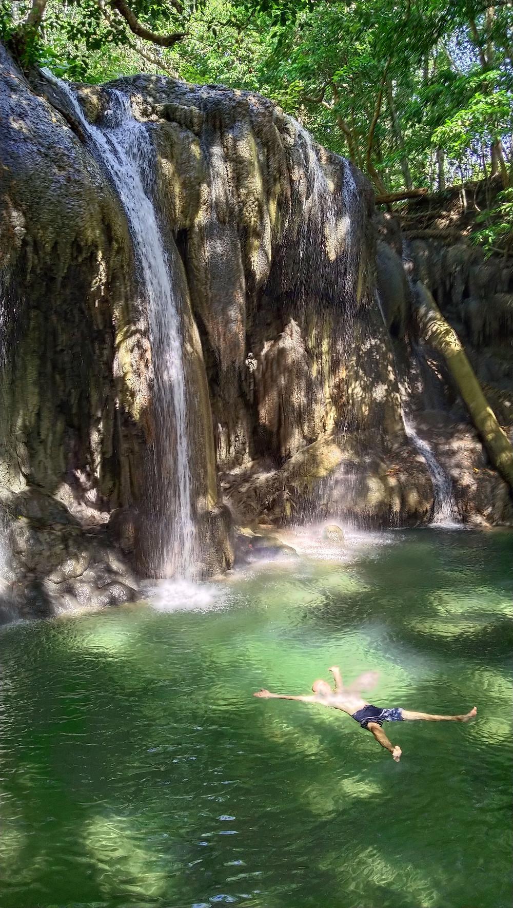 Waterfall_sumbawa_to_bali