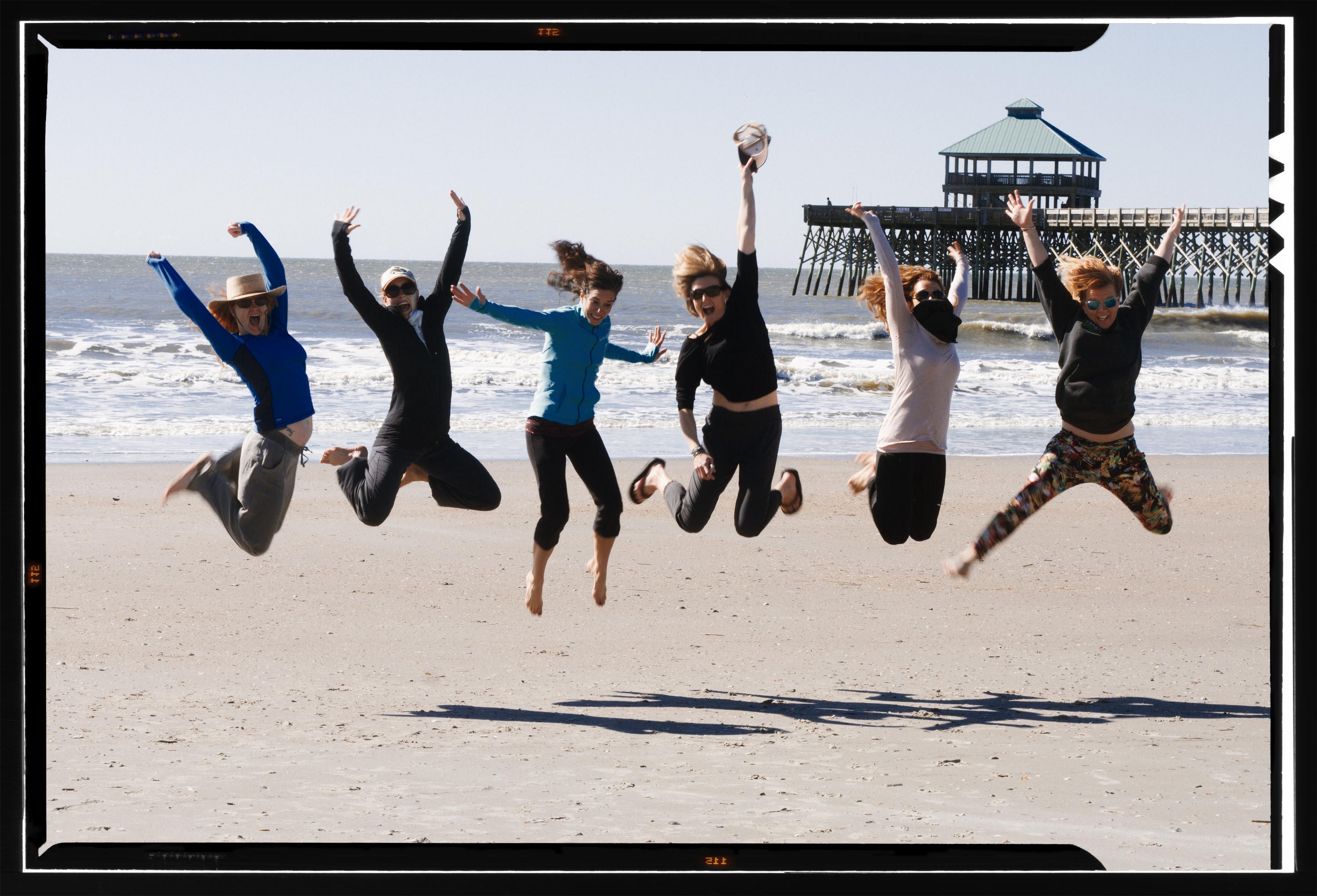 Beachgirlsjumping