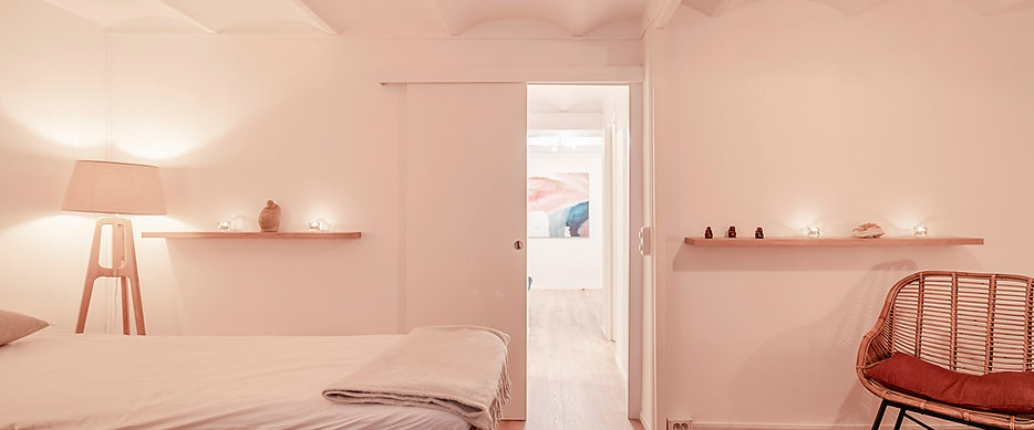 Craniosacral biodynamic therapy to get back in balance at 'Pure Relaxation' in the center of Barcelona.