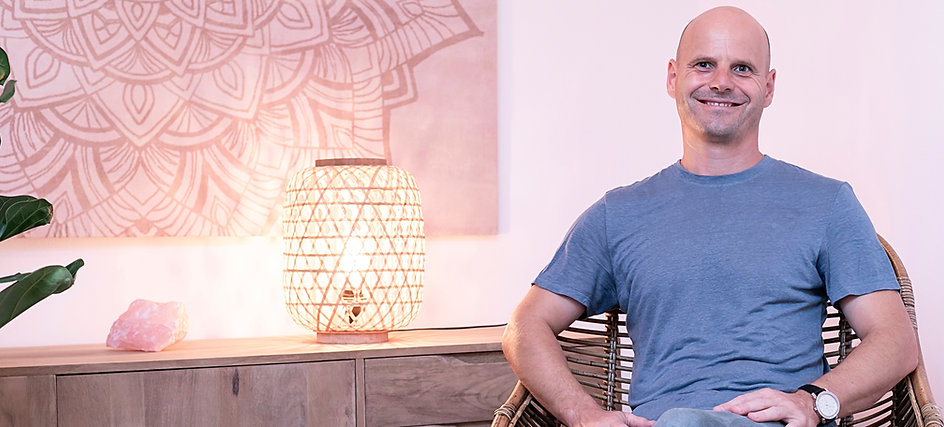 Olivier Verbist, tú terapeuta profesional en una consulta lujoso 'Pure Relaxation'. El ayuda pare relajarte, respirar y recuperar tu vitalidad.