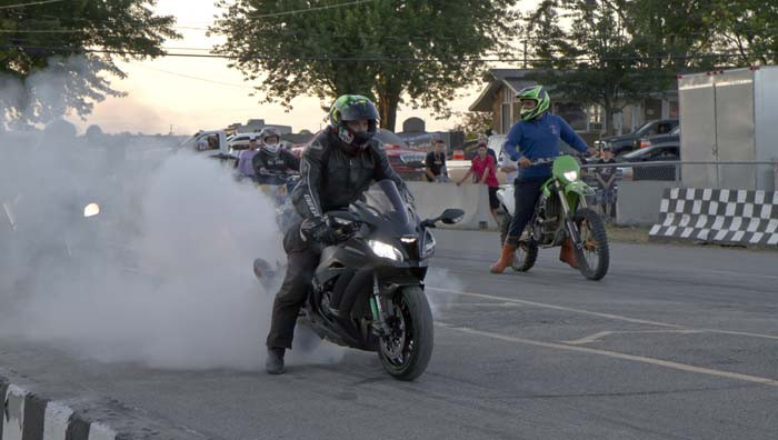 Des motos au drag de rue du Challenge 255