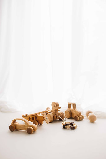 Naturbelassenes Babyspielzeug aus Holz, Babyfotografie, Babyspielzeug, Babyfotos