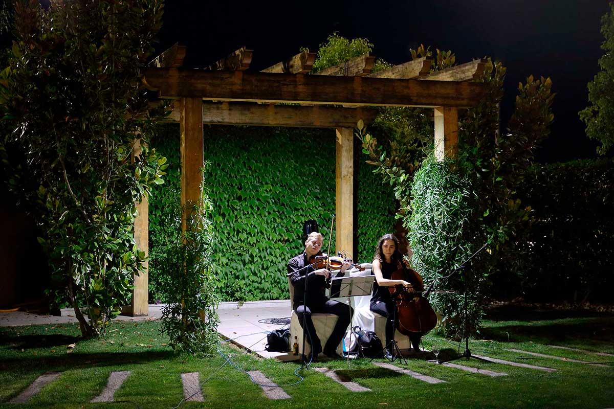 Los músicos armonizan la velada en nuestra cena de bodas.
