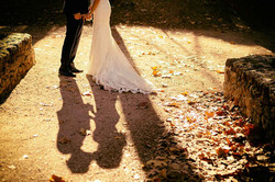 Luces y sombras en un momento íntimo de nuestra boda.