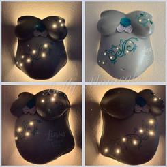 Gipsabdruck Babybauch Ornamente Beleuchtung