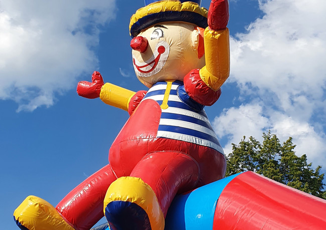 clown hüpfburg.jpg