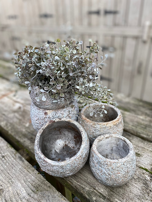 RIBBLED CONCRETE POTS