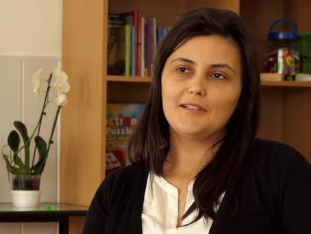 Ana conçoit un parcours éducationnel digital pour les élèves roumains
