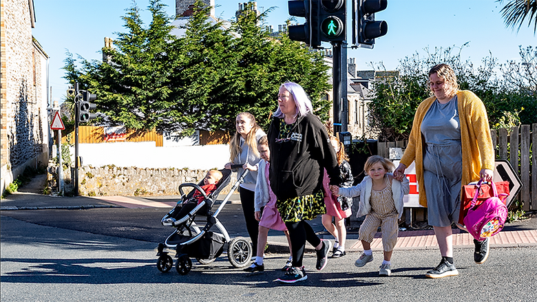 Former mayor leads campaign to improve children's crossing