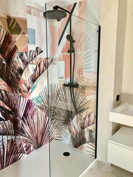 Un papier peint dans la douche