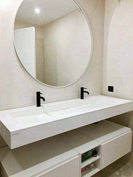 Une salle d'eau au décor saisissant