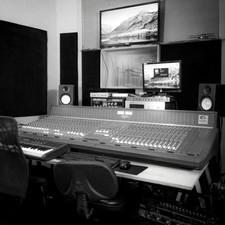 ESTÚDIO PANGEA TUNES, empresa parceira, compartilha o prédio da Sendero Filmes. Além da produção fonográfica, oferece serviços de composição, gravação de trilhas, mixagem e pós-produção de áudio para cinema e publicidade.