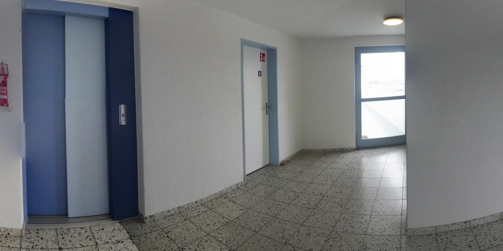 Treppenhaus1b.jpg