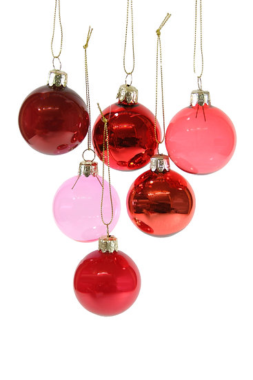 small red ornament set.