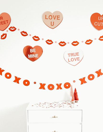 """xoxo"" banner."