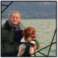 Églantine Arbez éducatrice canin avec son epagneul breton mer ocean eau sweetdog