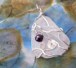 Pearl and swirl pendant